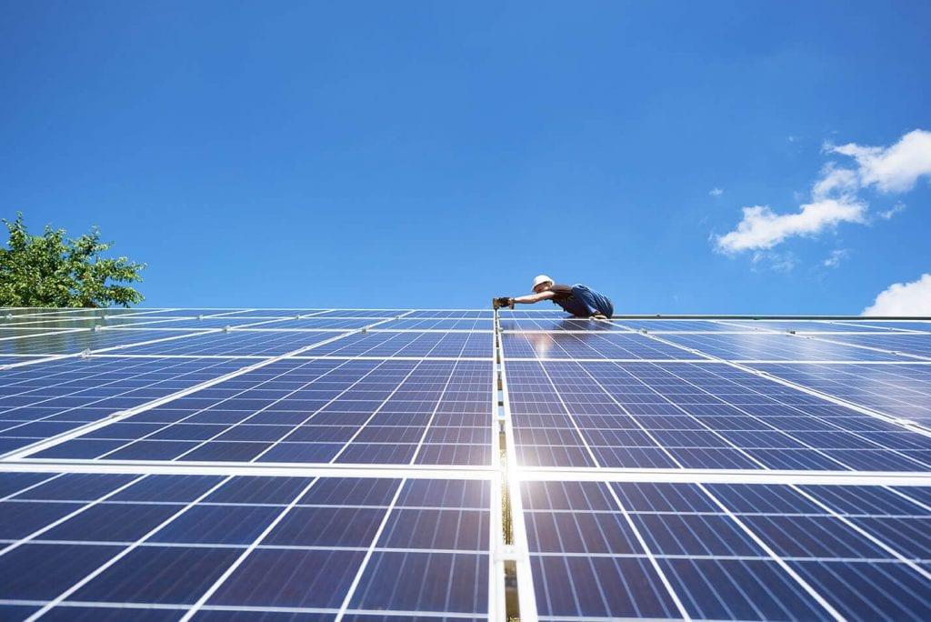 Cómo conectar panel solar a batería